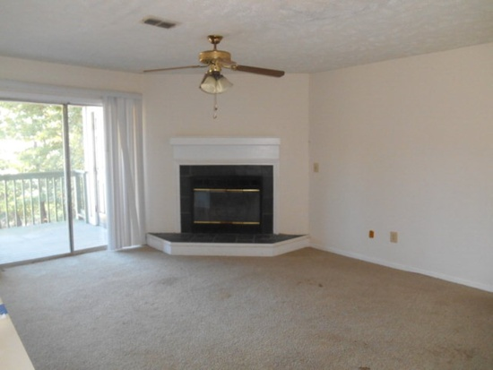 6800 Willowbrook Dr Apt 2, Fayetteville NC Foreclosure Property