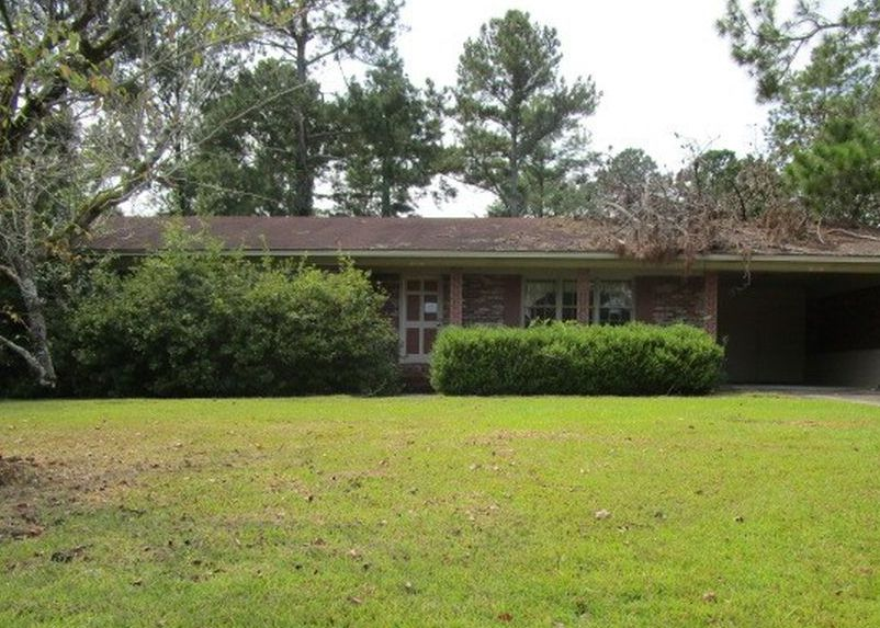 2027 Woodland Dr, Moultrie GA Foreclosure Property