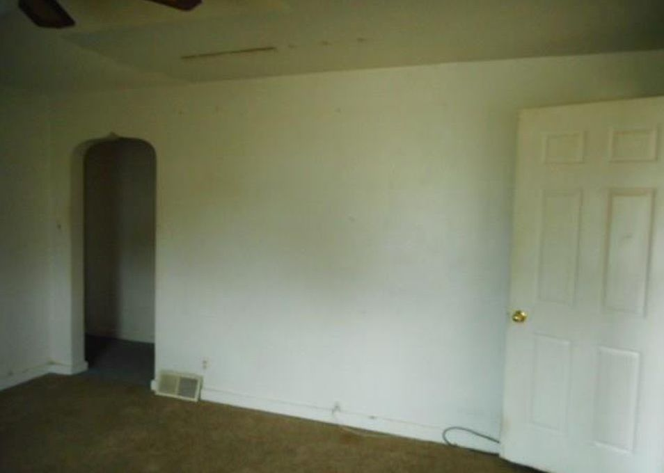 2018 Cass Ave, Evansville IN Foreclosure Property