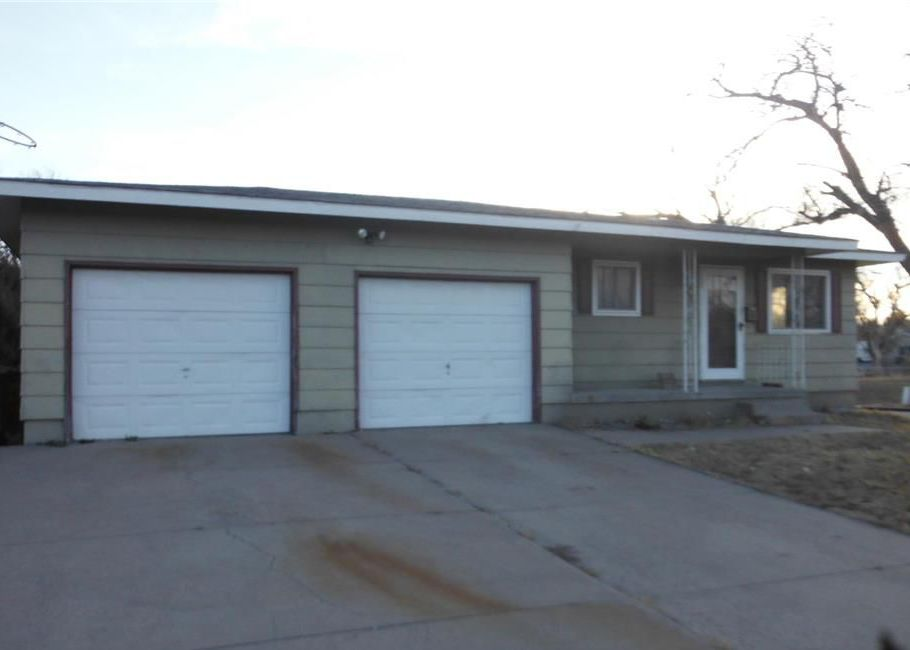 1300 10th Ave, Dodge City KS Foreclosure Property