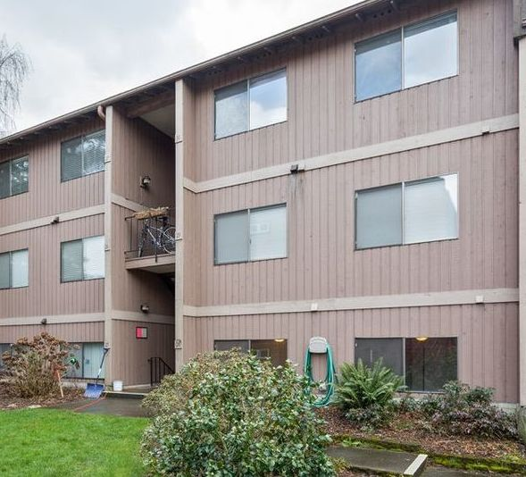 17430 Ambaum Blvd S Apt 28, Seattle WA Foreclosure Property