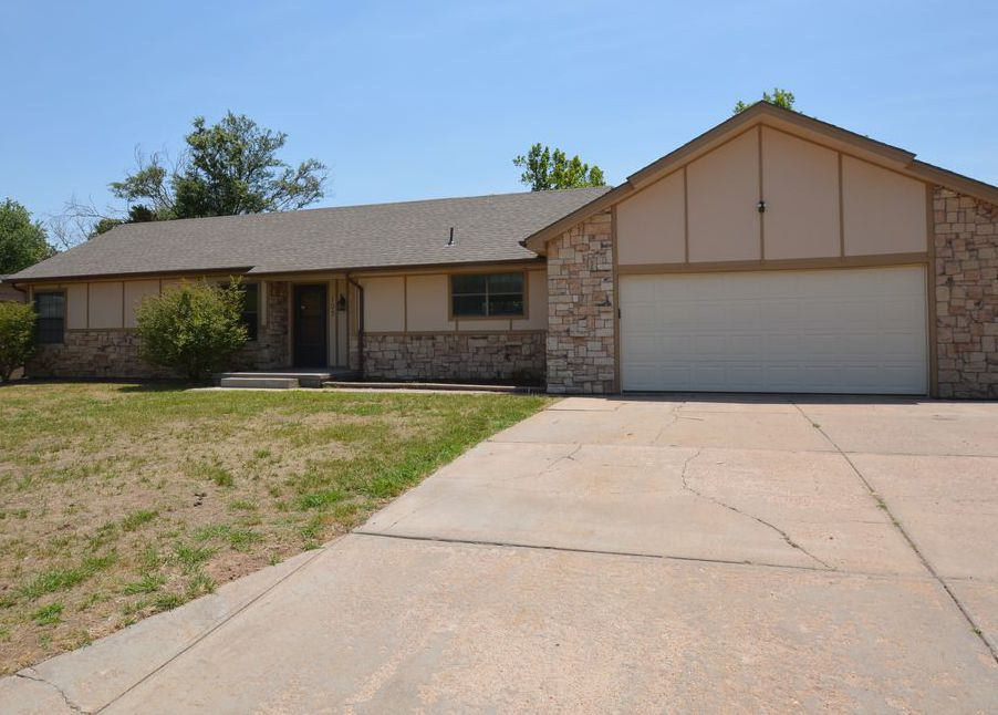 103 Tanglewood Dr, Dodge City KS Foreclosure Property