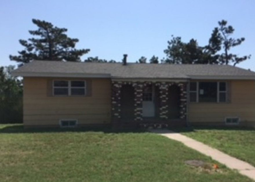 828 Greenwood Ave, Dodge City KS Foreclosure Property