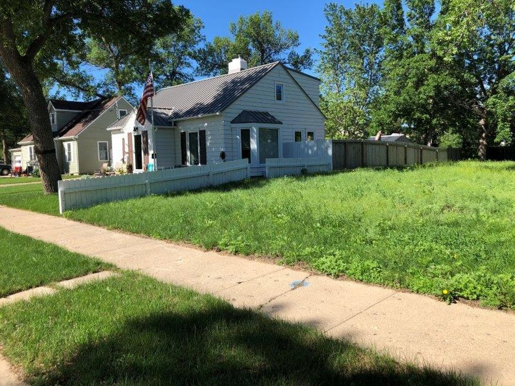 12 10th St Sw, Minot ND Foreclosure Property