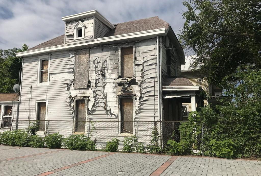 3208 Brothers Pl Se, Washington DC Foreclosure Property