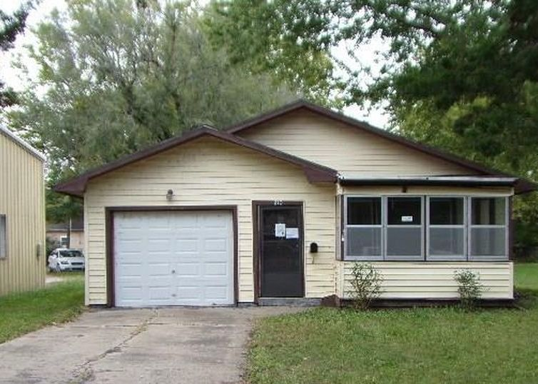 210 Elm St, Wamego KS Foreclosure Property