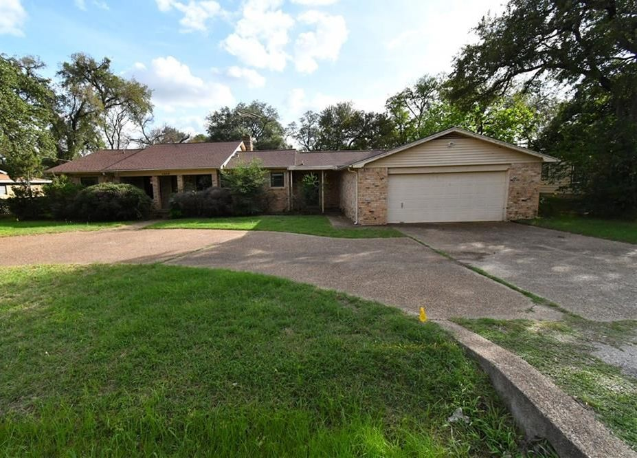 7905 Ella Young Dr, Fort Worth TX Foreclosure Property