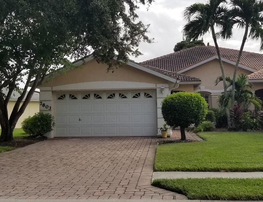 7803 Berkshire Pines Dr, Naples FL Foreclosure Property