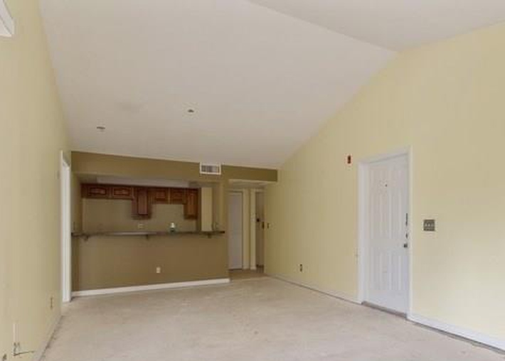 1440 Wildwood Lakes Blvd Apt D201, Naples FL Foreclosure Property