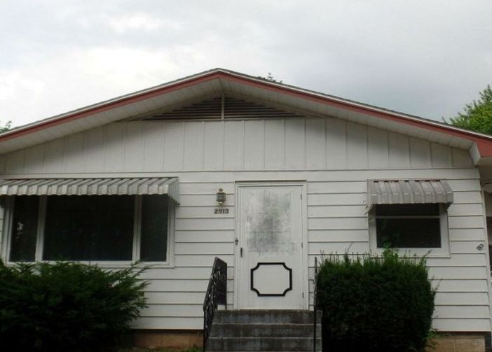 2913 Cleveland St, Clinton IA Foreclosure Property