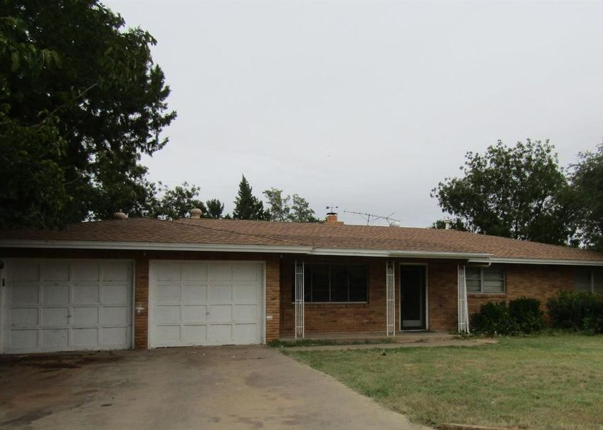 221 Tanglewood Ln, Levelland TX Foreclosure Property