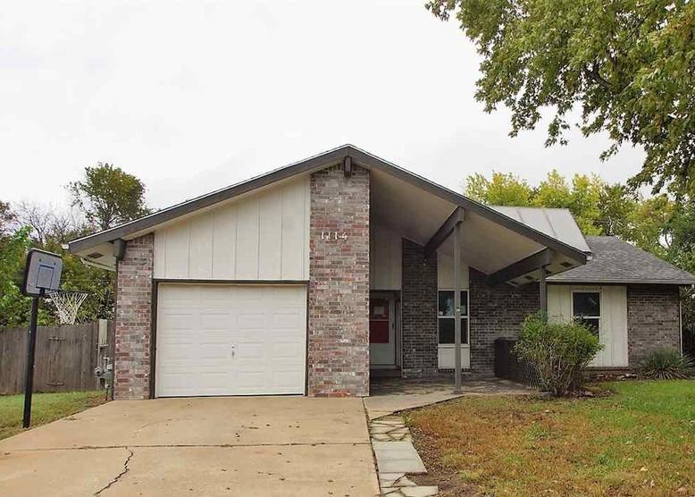 1114 E 5th St, Douglass KS Foreclosure Property