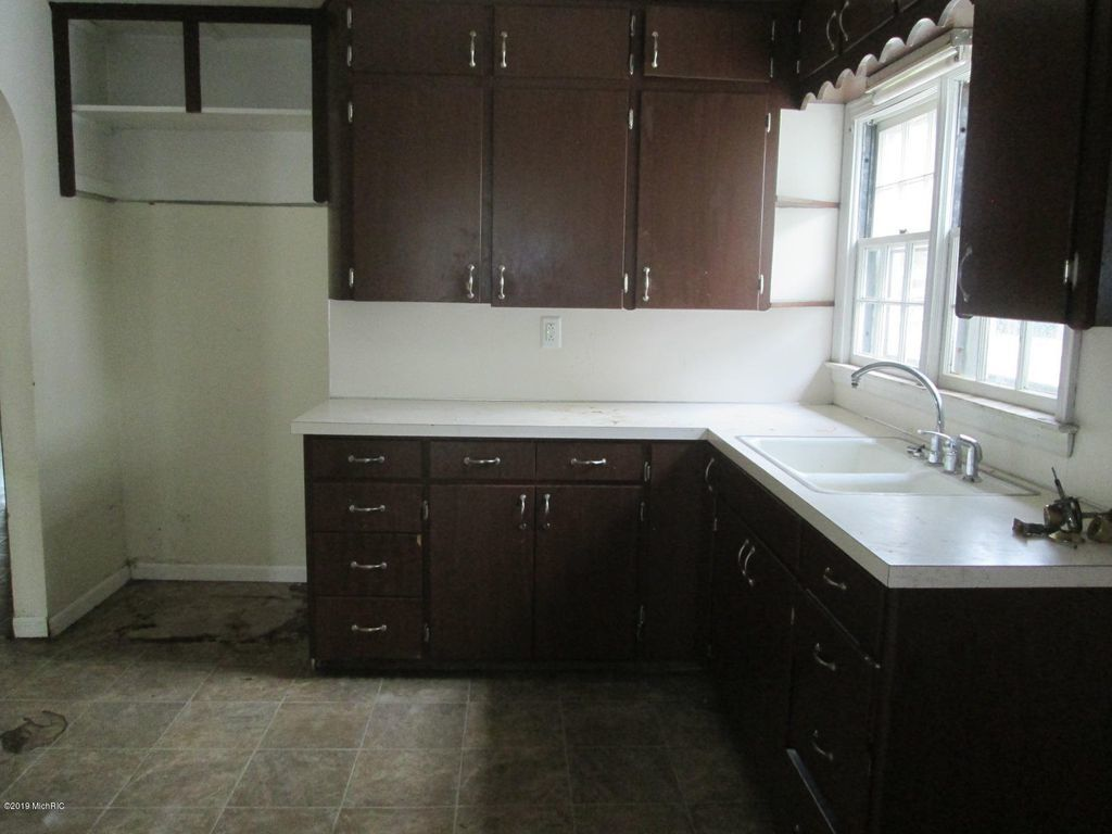 1257 Leonard Ave, Muskegon MI Foreclosure Property