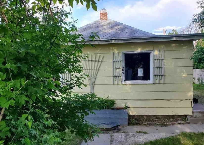 704 12th St, Wheatland WY Foreclosure Property