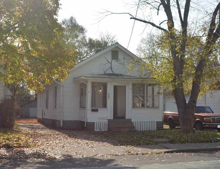 2402 W Howett St, Peoria IL Pre-foreclosure Property