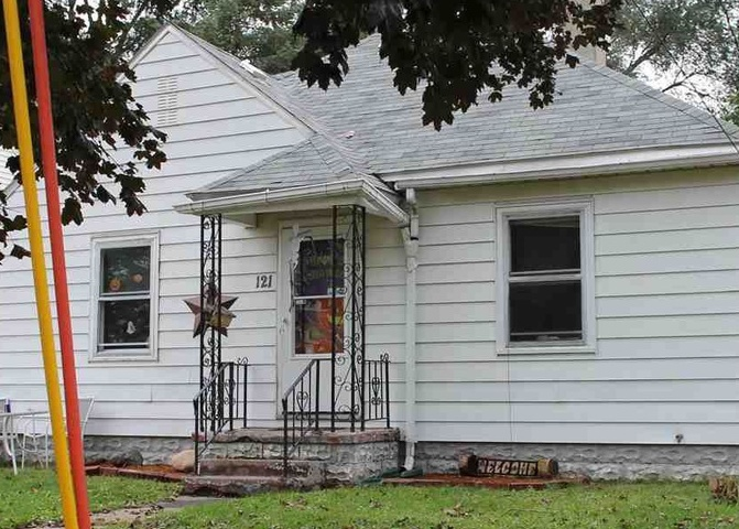 121 Butler Ave, Waterloo IA Pre-foreclosure Property