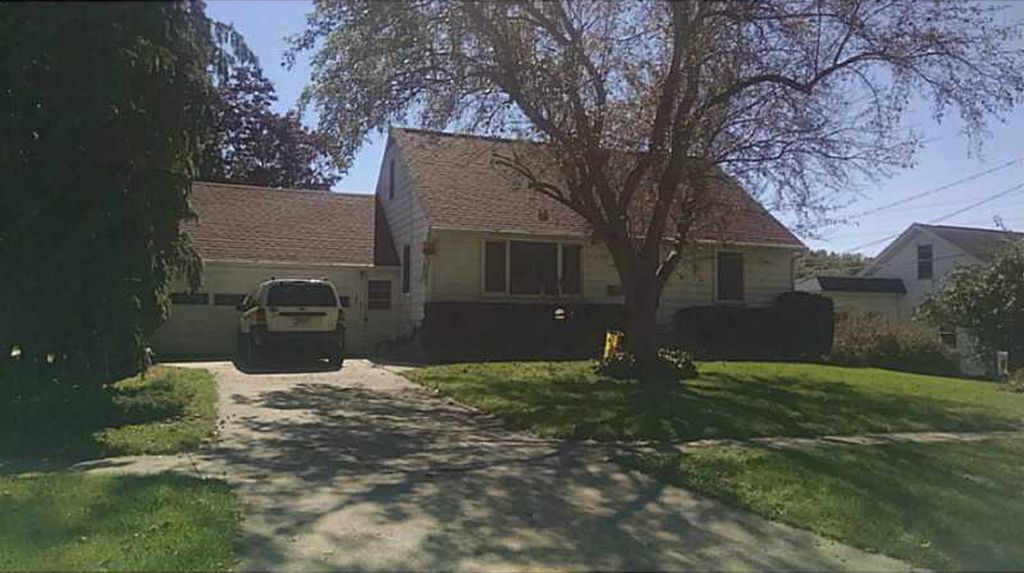 195 5th Ave, Marion IA Pre-foreclosure Property