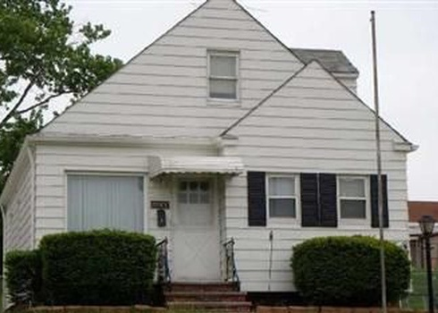 20500 Hansen Rd, Maple Heights OH Pre-foreclosure Property