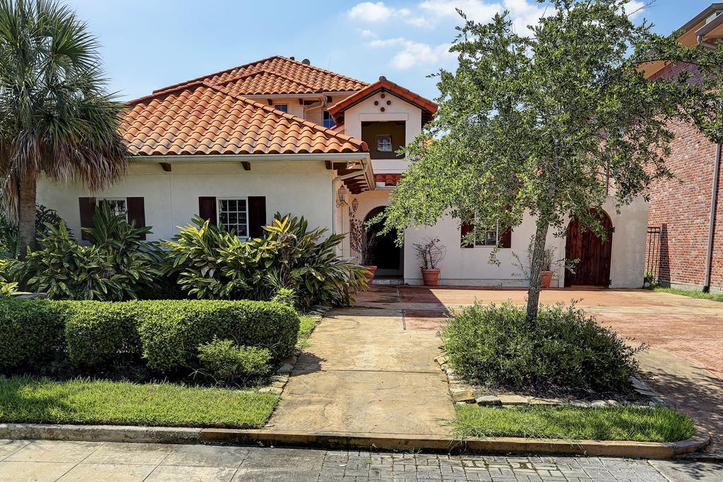 18 Mariners Ln, Kemah TX Sheriff-sale Property