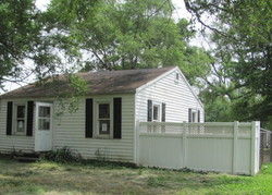 Pennsylvania Ave, South Roxana, IL Foreclosure Home