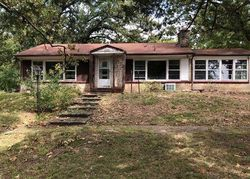 N Spring St, Steelville, MO Foreclosure Home