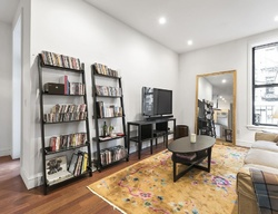 E 50th St Apt 3b, New York