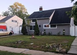 Willowood Dr, Wantagh