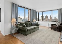 W 50th St Apt 3c, New York