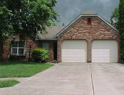 Colonial Cir, Fishers